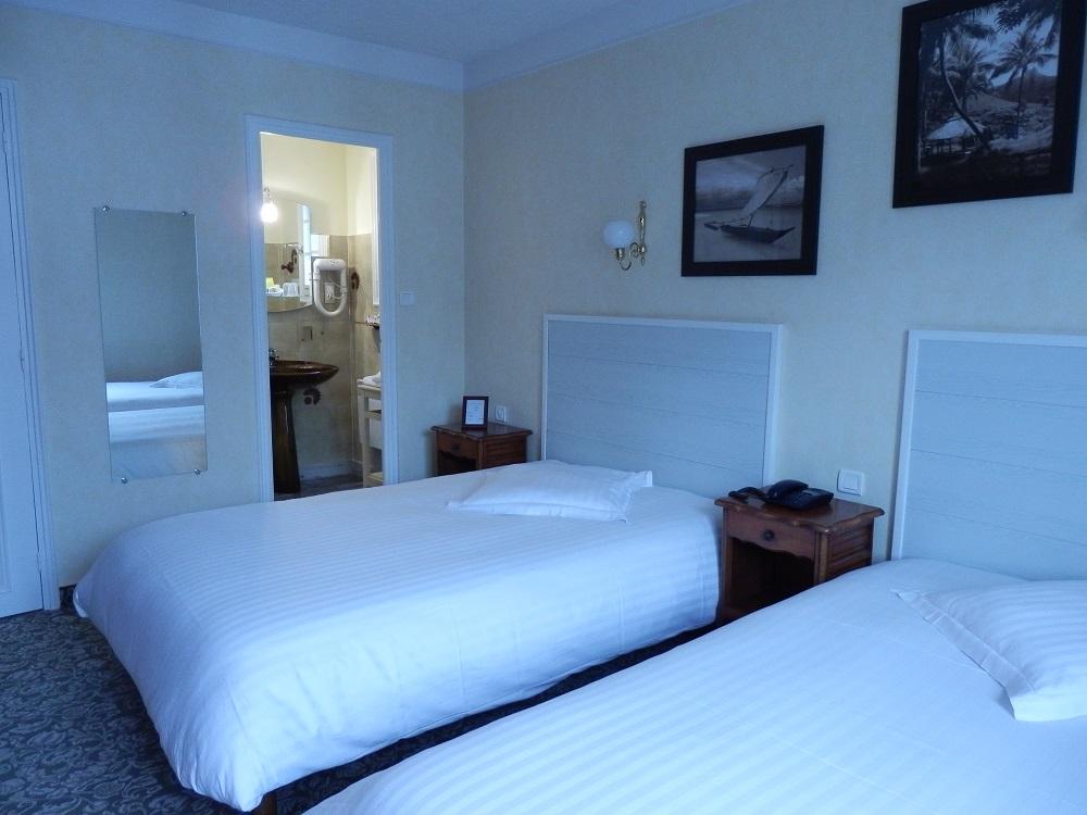 chambres lits jumeaux hotel la corniche. Black Bedroom Furniture Sets. Home Design Ideas